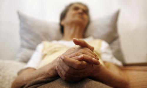 Риск развития болезни Альцгеймера повышается после 65 лет.