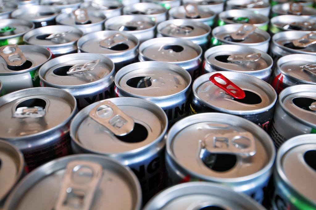 Доказано негативное влияние энергетических напитков на здоровье человека