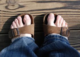 Симптомы и лечение грибка на ногах на