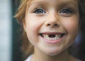 Молочные зубы у детей растут криво