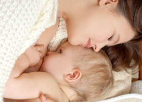 Грудное вскармливание защищает матерей от гипертонии