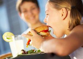 Родители «не замечают» ожирения у детей