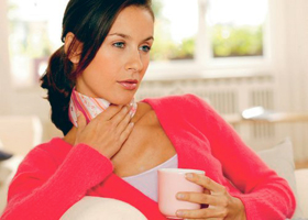 Теплый чай при осиплости голоса