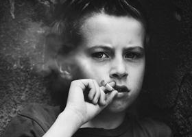 «Нелюбимые» дети чаще подвержены вредным привычкам