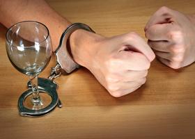 Ученые определили, почему алкоголикам трудно отказаться от спиртного