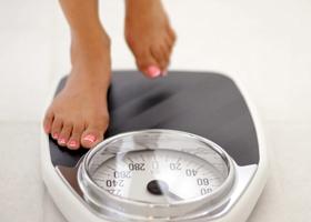 Желающим похудеть нужно каждый день взвешиваться и бросать курить