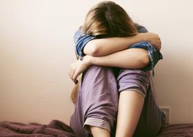 Депрессию можно лечить золотым корнем и… ЛСД