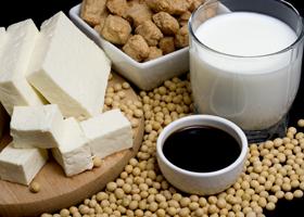 Продукты из сои полезны женщинам в период менопаузы