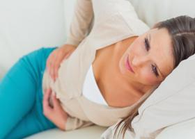 Боли в правом боку при болезнях ободочной кишки