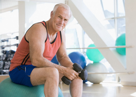 Спорт в зрелом возрасте защищает от инсульта в старости