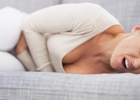 Причины болей внизу живота