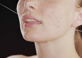 Зубная нить не настолько полезна, как считается?