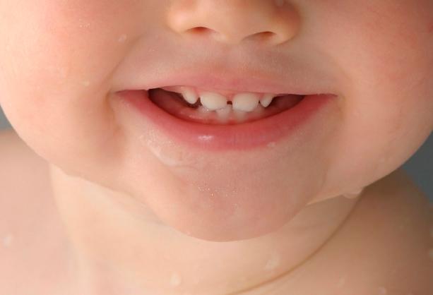 Прорезывание верхних зубов фото