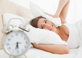 Необходимость рано вставать негативно влияет на психику
