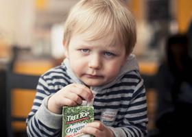 Соки портят детские зубки