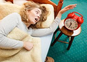 Вставать утром стоит строго по звонку будильника