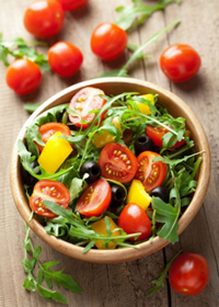 Салат из свежих овощей в овощные дни