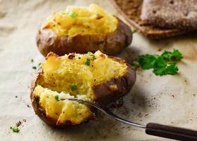 Картофель, запеченный в духовке с чесноком