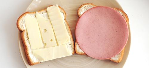 Сырный и мясной бутерброды