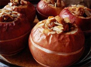 Яблоки, запеченные с сухофруктами
