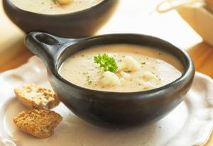 Суп-пюре из цветной капусты с рисом и гренками