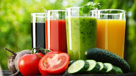 Свежевыжатые соки - основа рациона диеты Герзона