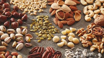 Свежие орехи и семечки