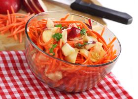 Морковно-яблочный салат с черносливом