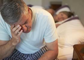 Существует связь между нарушениями сна и болезнью Альцгеймера