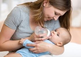 Причины срыгивания у новорожденного после кормления