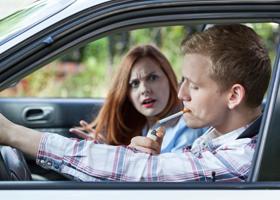 В салоне автомобиля лучше не курить
