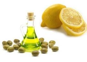 Чистка с помощью лимонного сока и растительного масла