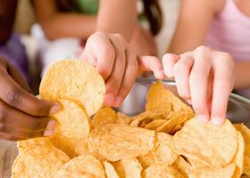 Диетологи рассказали о продуктах, разжигающих аппетит