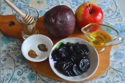 Ингредиенты для противозапорного салата из свеклы, яблок и чернослива