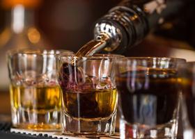 Эксперты рассказали, с чем не стоит сочетать алкоголь