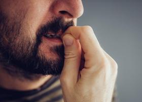 Онихофагия - навязчивое обкусывание ногтей