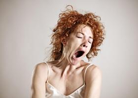 Сонливость днем — признак болезни Альцгеймера?