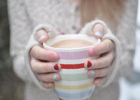 Почему у женщин чаще мерзнут руки?