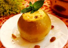 Печеные яблоки с сыром