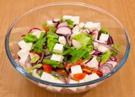 Сырно-овощной салат