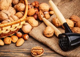 Сохранить здоровье сердца помогут орехи и оптимизм