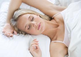 Ученые рассказали о наиболее оптимальной позе для сна