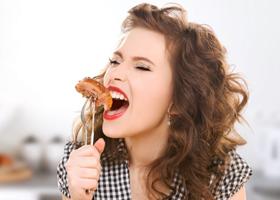 У любительниц красного мяса могут возникать проблемы с зачатием