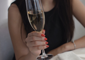 Шампанское понижает женскую нервозность