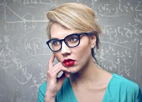 Ученые рассказали, почему мужчины избегают умных женщин
