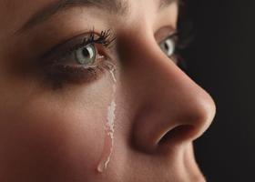 Слезы раз в неделю помогут снять стресс