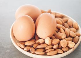 Яйца и орехи укрепляют сосуды и сердце
