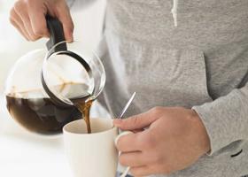 Ученые рассказали, когда нужно пить кофе, чтобы взбодриться