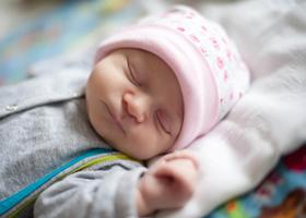 Ученые рассказали, почему рожденные путем кесарева сечения дети чаще болеют
