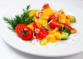 Овощной салат с лимоном